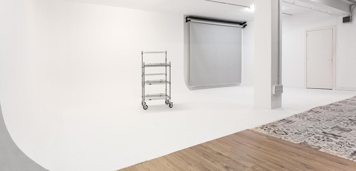 Open Estudio dispone de tres espacios –o sets– que por sus características singulares, minimalistas y de tendencia se adecuan fácil y cómodamente a cada necesidad y proyecto fotográfico