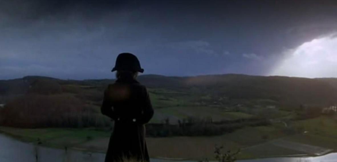 """Un frame de """"The Duellists"""" Ridley Scott, fotografía de Frank Tidy. Luz naturalista en su máxima expressión."""