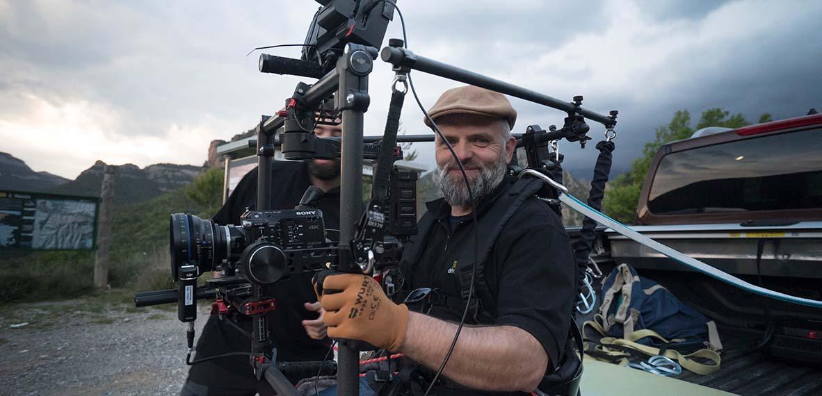 Ecléctico realizador audiovisual y fotógrafo creativo autodidacta